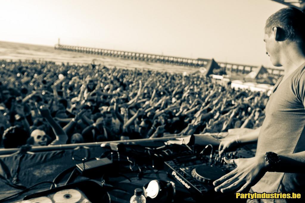 Foto van Beachland (391871)
